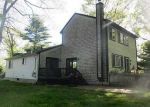 Foreclosed Home en ELMWOOD DR, North Kingstown, RI - 02852