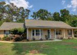 Foreclosed Home en BUCKEYE PT, Commerce, GA - 30530