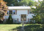 Foreclosed Home en FAWN LN, West Warwick, RI - 02893