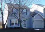 Foreclosed Home en N VILLAGE DR, Round Lake, IL - 60073