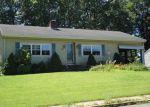 Foreclosed Home en HILLTOP DR, Manchester, CT - 06042