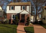 Foreclosed Home en HOLLY AVE, Hempstead, NY - 11550