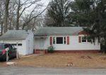 Foreclosed Home en WOODBINE CIR, Bridgeport, CT - 06606