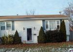 Foreclosed Home en ZENITH DR, Cranston, RI - 02920