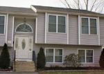 Foreclosed Home en ATWOOD ST, West Warwick, RI - 02893