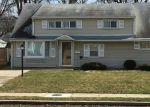 Foreclosed Home en ELIZABETH AVE, Iselin, NJ - 08830