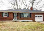 Foreclosed Home en PARIS DR, Louisville, KY - 40218
