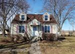 Foreclosed Home en E EDWARDS AVE, Dundee, IL - 60118