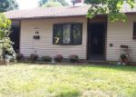 Foreclosed Home en SUNSET LN, Levittown, PA - 19055