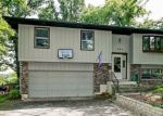 Foreclosed Home en DELAWARE DR, Lake In The Hills, IL - 60156