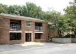 Foreclosed Home en COVE LANDING RD, Burke, VA - 22015