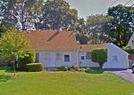 Foreclosed Home en IRVING ST, Westbury, NY - 11590