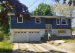 Foreclosed Home en MCKINLEY ST, Brentwood, NY - 11717