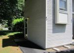 Foreclosed Home en TRELLIS DR, West Warwick, RI - 02893
