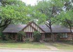 Foreclosed Home en SILVERLEAF DR, Fort Worth, TX - 76112