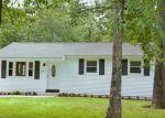 Foreclosed Home en E COLTON LN, Williamstown, NJ - 08094