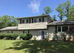 Foreclosed Home en ROGER AVE, Lincroft, NJ - 07738
