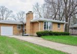 Foreclosed Home en BURTON AVE, Cary, IL - 60013