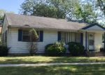 Foreclosed Home en S LINCOLN ST, Lombard, IL - 60148