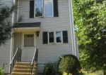 Foreclosed Home en OLD COLONY RD, Meriden, CT - 06451