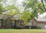 Foreclosed Home en COLONY PL, Kansas City, MO - 64131