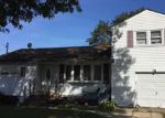 Foreclosed Home en CLAYWOOD DR, Brentwood, NY - 11717