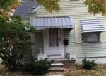 Foreclosed Home en KENOSHA ST, Harper Woods, MI - 48225