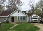 Foreclosed Home en GOOSEBERRY RD, Mastic Beach, NY - 11951