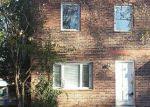 Foreclosed Home en CHESTNUT OAK RD, Parkville, MD - 21234