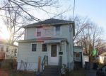 Foreclosed Home en WHITING ST, Plainville, CT - 06062