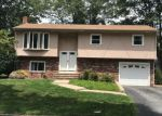 Foreclosed Home en ROCKCREST DR, Cranston, RI - 02920