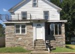 Foreclosed Home en TILLINGHAST AVE, Warwick, RI - 02886
