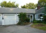 Foreclosed Home en HONEYSUCKLE RD, Warwick, RI - 02888