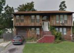 Foreclosed Home en JEFFERSON AVE, Bay Shore, NY - 11706