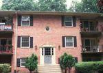 Foreclosed Home en LYNDHURST DR, Fairfax, VA - 22031