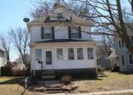 Foreclosed Home en W 15TH ST, Davenport, IA - 52804