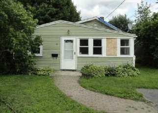 Casa en ejecución hipotecaria in West Warwick, RI, 02893,  BERKELEY ST ID: F3345313