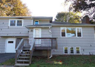 Casa en ejecución hipotecaria in Meriden, CT, 06450,  HILLCREST TER ID: F3567839