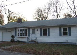 Casa en ejecución hipotecaria in West Warwick, RI, 02893,  CHURCH ST ID: F3671729
