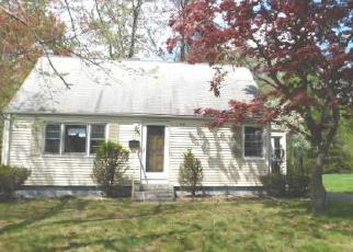 Casa en ejecución hipotecaria in East Hartford, CT, 06108,  CHESTER ST ID: F3727546
