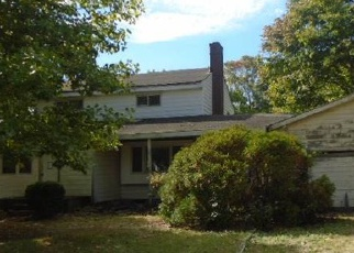 Casa en ejecución hipotecaria in Riverhead, NY, 11901,  FAIRWAY AVE ID: F3854371