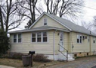 Casa en ejecución hipotecaria in Upper Chichester, PA, 19061,  PEACH ST ID: F3913939