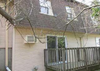 Casa en ejecución hipotecaria in West Warwick, RI, 02893,  MAIN ST ID: F3954115