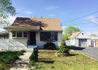 Casa en ejecución hipotecaria in Central Islip, NY, 11722,  E LOCUST ST ID: F3965649