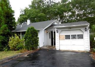 Casa en ejecución hipotecaria in Riverhead, NY, 11901,  PINE CT ID: F4018808