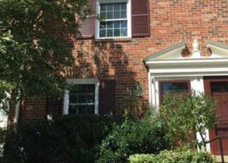 Casa en ejecución hipotecaria in Springfield, VA, 22152,  WESTOVER CT ID: F4025607