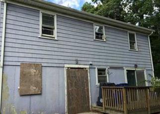 Casa en ejecución hipotecaria in Warwick, RI, 02889,  HOLLIS AVE ID: F4027174