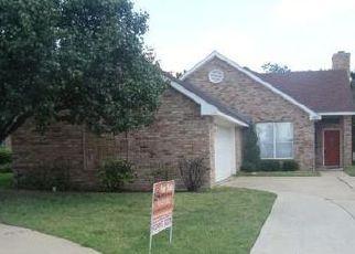 Casa en ejecución hipotecaria in Irving, TX, 75061,  OLDE TOWNE DR ID: F4031539