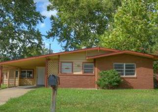 Casa en ejecución hipotecaria in Arlington, TX, 76010,  REEVER ST ID: F4038250