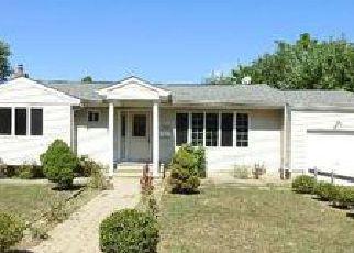 Casa en ejecución hipotecaria in Brentwood, NY, 11717,  LOEFFLER ST ID: F4038750
